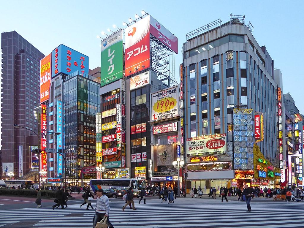 Het drukke centrum van Shinjuku