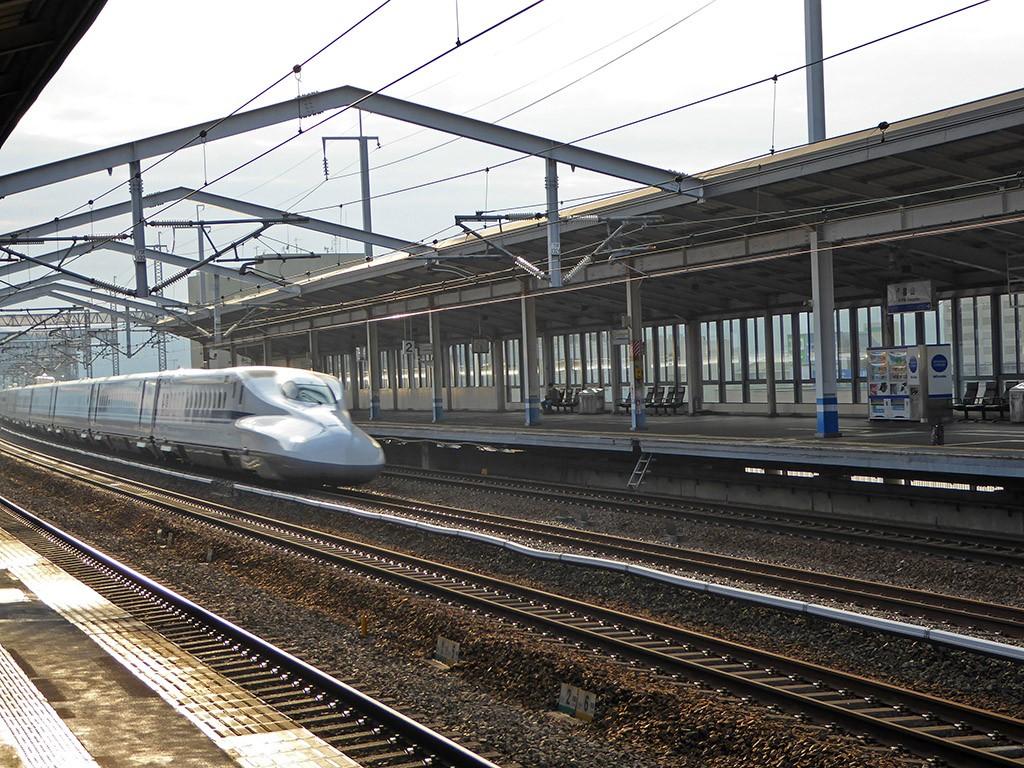 HenkMarianne_Azie_Tokyo_13.de Shinkansen raast voorbij